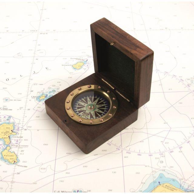 Kompas in houten kistje klinknagelstijl